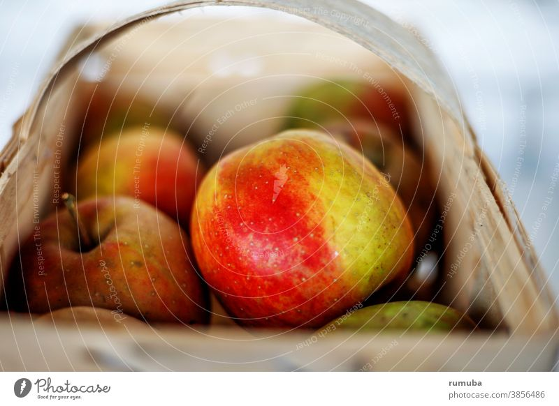 Apples in basket Colour photo Exterior shot Copy Space top Day Shallow depth of field Fruit Nutrition To enjoy Healthy Delicious Organic produce Basket Sour