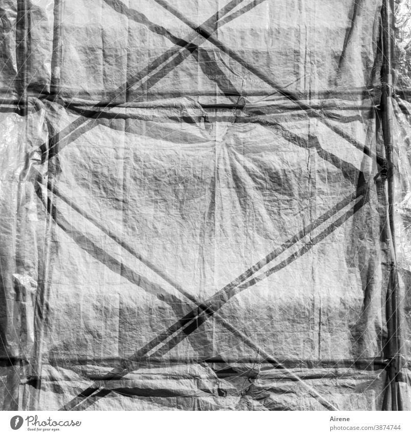 but the way it looks in there... Construction site Scaffolding tarpaulin Shadow Diagonal obliquely tight seal off Screening Protection Safety secure