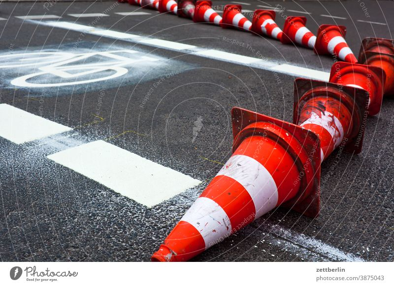 Construction of a new cycle path Turn off Asphalt Lettering Corner Lane markings Bicycle Cycle path Clue Hats edge Skittle Curve Line Left navi Navigation