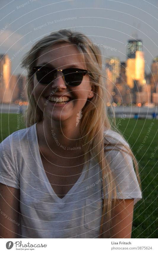 SUMMER - NEWYORK - LONG BLOND HAIR - SUNGLASSES Summer Summer vacation New York City Woman 20s Sunglasses Blonde long hair Twilight Colour photo USA
