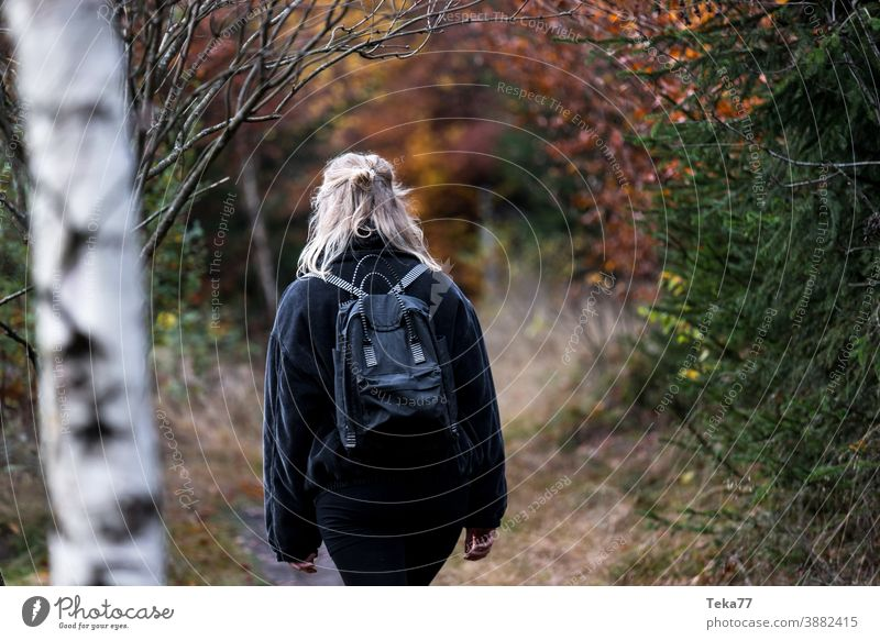 Travelling Woman #1 Hiking blond woman Nature hiking Autumn Automn wood tribes