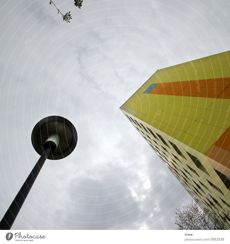 Colour combination | Caretaker with cervical training (41) Lamp streetlamp High-rise Art Branch Twig Sky Gray Worm's-eye view Clouds Yellow variegated Tall