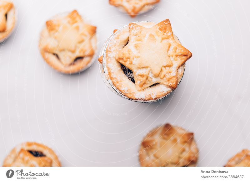 Mince pies, traditional christmas food mince xmas pastry festive dessert sweet sugar holiday fruit baked home celebration delicious cake homemade plate british