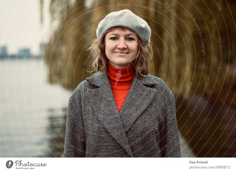 WOMAN - WEEPING WILLOW - WATER - CAP Woman Curl Blonde Short-haired Beret Roll-necked sweater Coat Autumn stylish Modern Grinning portrait