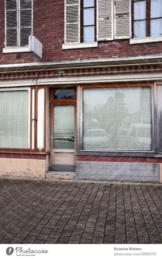 abandoned business Closed forsake sb./sth. Shop window Facade too Architecture Roller blinds Venetian blinds Screening Load shop Building Retail sector door