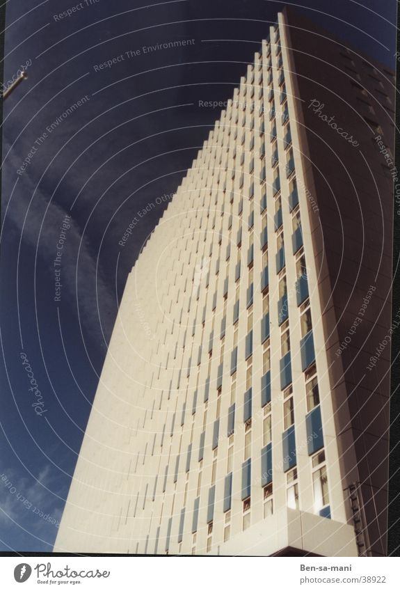 Sky White Blue Window Architecture High-rise Academic studies Corner Geometry Partially visible