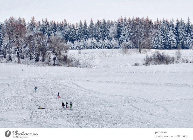 ski und rodel gut! Winter Schnee Kinder Schlitten rodeln schlittenfahren Freude Hügel