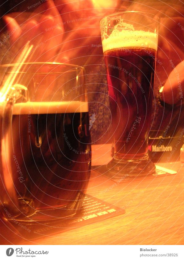 Whispering in pubs2 Gastronomy Long exposure Artificial light Alcoholic drinks Roadhouse two beers Guinness two glasses