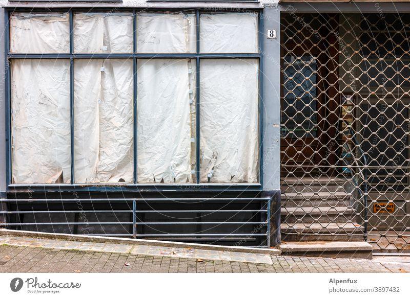 Lockdown light/medium/deluxe Retail sector Closed broke bankrupt business Store premises business discontinuation Crisis corona lockdown coronavirus Vacancy