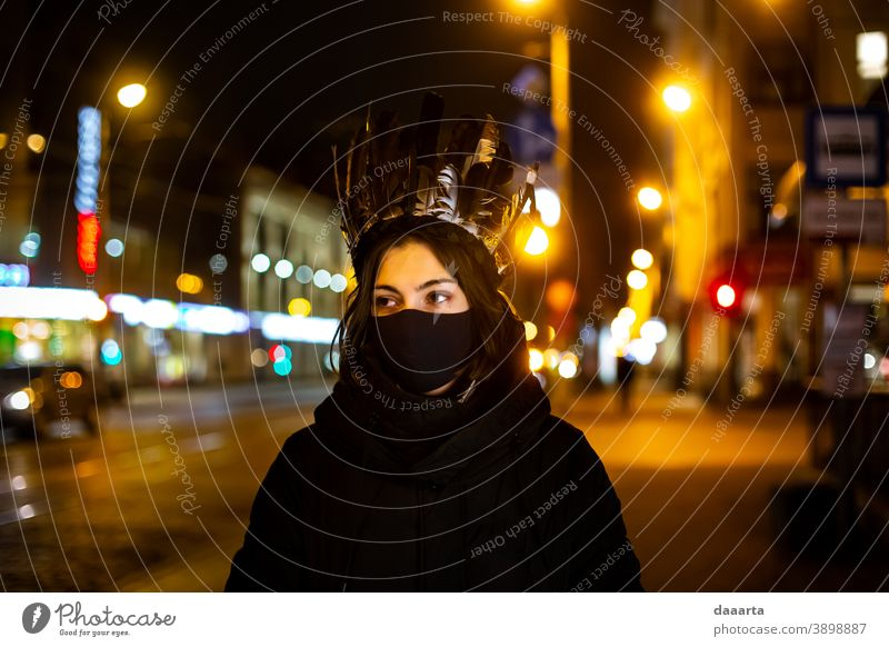 queen II Shadow Cute Wild Exterior shot Night Beautiful Happiness Transport Street Young woman Freedom Feminine Street lighting Friendliness Going out