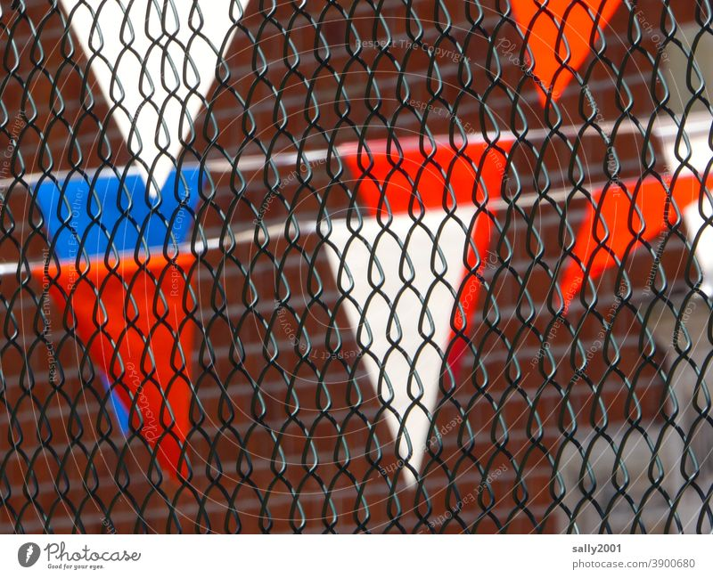celebrating behind chain-link fences... Pennant pennant chain Pennant garland motley Firm celebrations Wire netting fence Tricolor Behind Tricolour