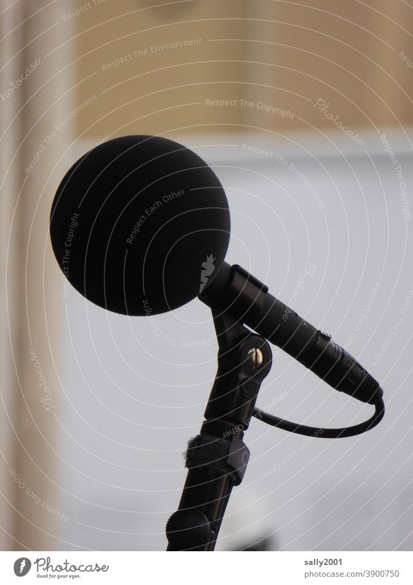 clear throat... Microphone omnidirectional microphone Entertainment electronics Outdoor festival To talk Round Black Communicate Live Loud Volume