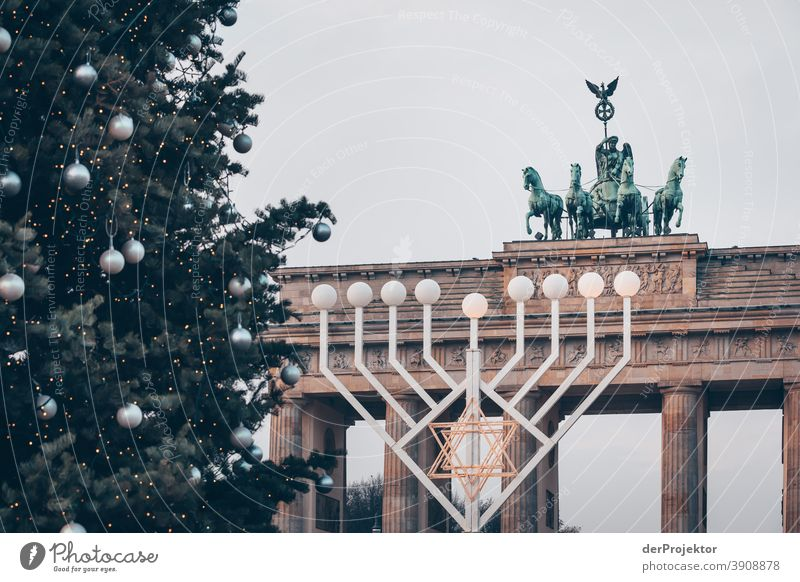 Two religious celebrations at the Brandenburg Gate in Berlin pandemic Virus coronavirus SARS-CoV-2 Corona virus Autumn Mask obligation COVID covid-19