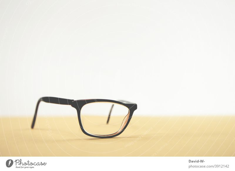Optics - quite one-sided One-eyed Blind Eyeglasses handicapped half-blind Vision Optician especially ophthalmic lens