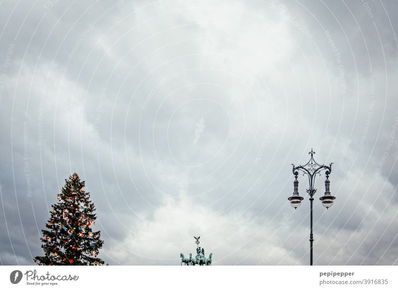 Triple, Quadriga, Christmas tree, Lantern, Berlin Tourist Attraction Brandenburg Gate Landmark Capital city Architecture Germany Deserted Manmade structures