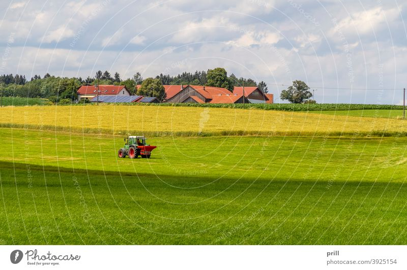agricultural scenery bayerischer wald idyllisch wiese weide sommer friedlich gras landwirtschaftlich bauernhaus baum landschaft umweltschutz deutschland