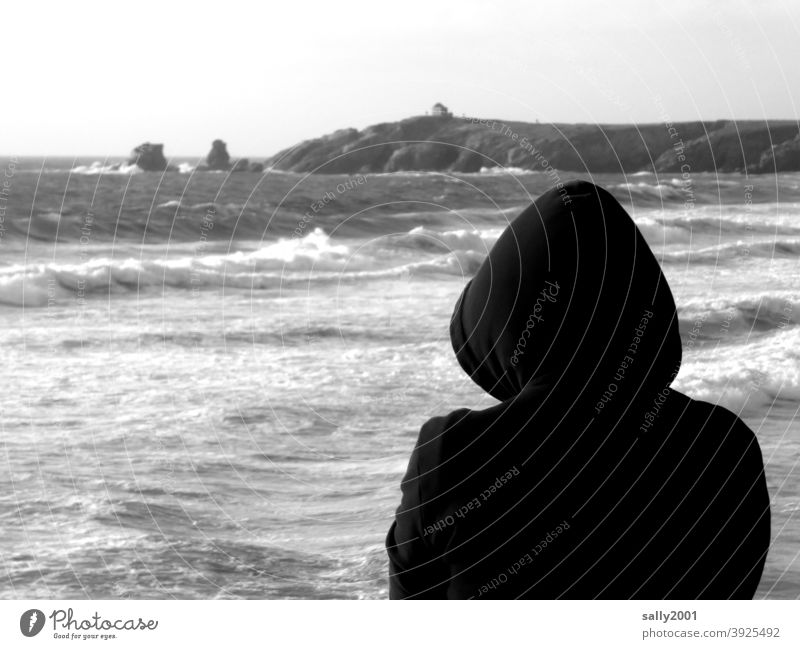 Looking ahead... Ocean Human being Hooded (clothing) hoodie Waves outlook farsightedness Forwards Contrast Horizon coast ocean Surf White crest Beach Swell