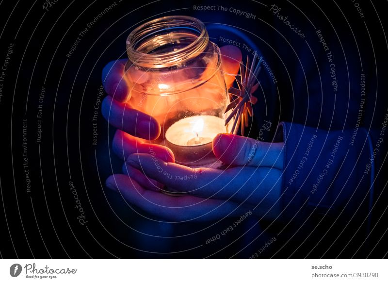 Peace Light Tea warmer candle Christmas & Advent Star (Symbol) Stars straw star Night hands Fingers Glass Evening devotion Colour photo darkness