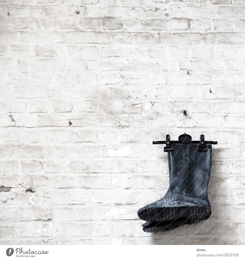 dutch wall style Boots Rubber boots Wall (building) Wall (barrier) Hang Decoration Hanger Trashy Old Whimsical Brick wall Canceled Flake off Screw Checkmark