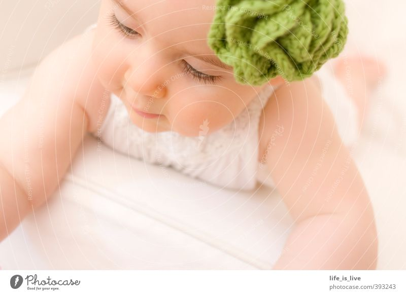 soft moments Harmonious Relaxation Feminine Baby Face 0 - 12 months Headband Beautiful Natural Cute Esthetic Infancy Delicate Lie Subdued colour Close-up