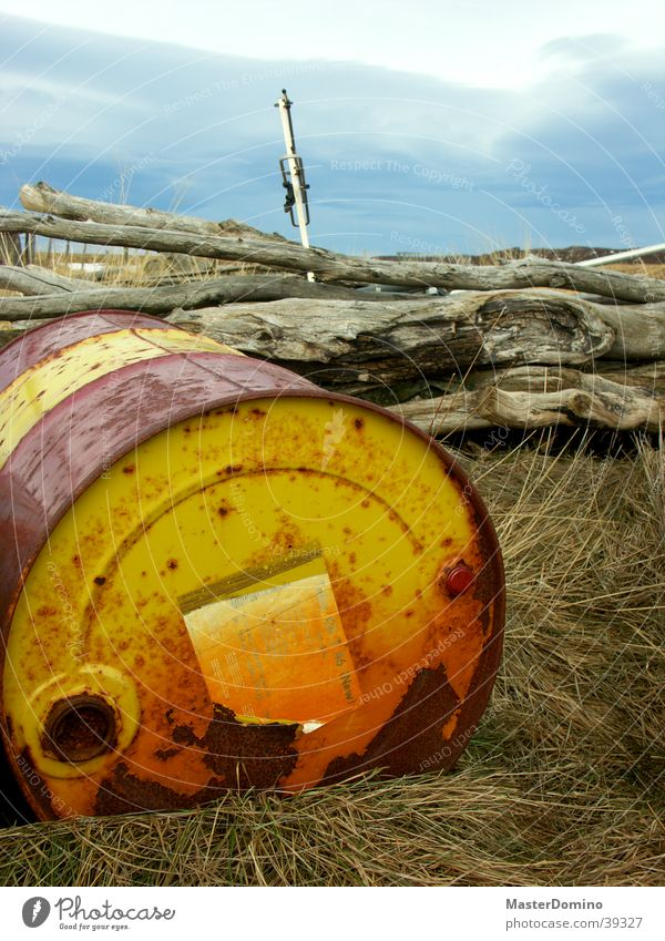 Nature Old Sky Red Yellow Meadow Grass Industry Colour Rust Oil Tree trunk Keg Headstrong Oil barrel