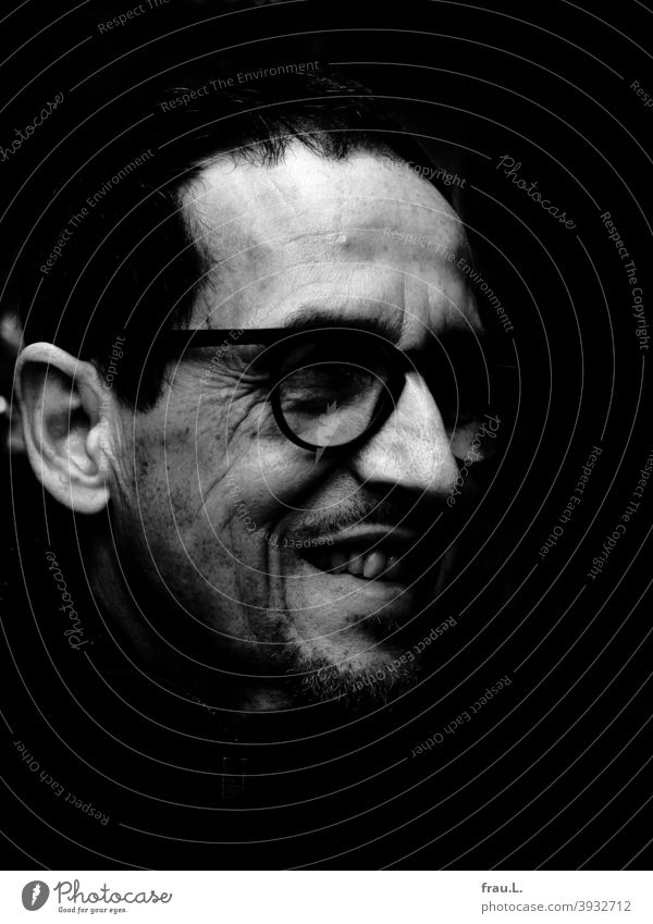 And the man laughed Sit Eyeglasses portrait Face Man crease Facial hair cheerful Amused Joy