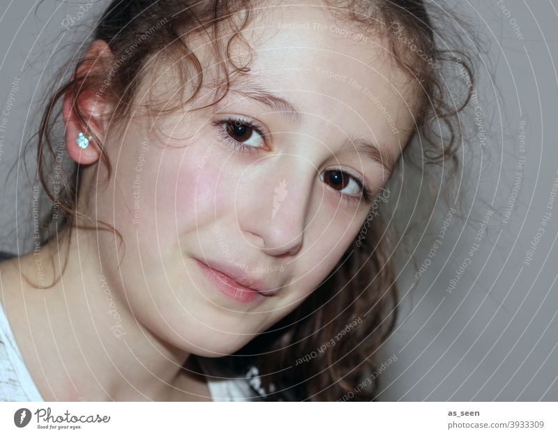girl Girl Girlish Curl Child Infancy 8 - 13 years pretty Looking portrait Feminine Looking into the camera Smiling Brunette Dark-haired eyes Brown eyes Innocent