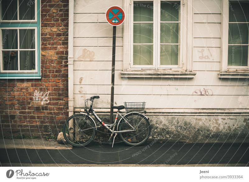 Violation of rules | Bicycle standing provocatively at a prohibition sign | Absolute no stopping | System relevant | Executive state power Rule