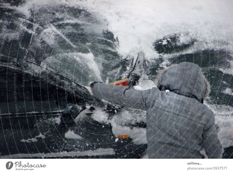 Sweep car free of snow Snow snowed in snowplow Snow sweeper hand brush clear snow fine Winter winter snow-covered ice scraping Duty Human being Anorak Cold