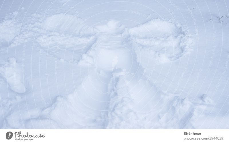 A snow angel Snow Winter Cold White Deserted Exterior shot Colour photo Angel snow angels Snow layer Grand piano Lie Joy Small Large Frozen Ice Day Contrast