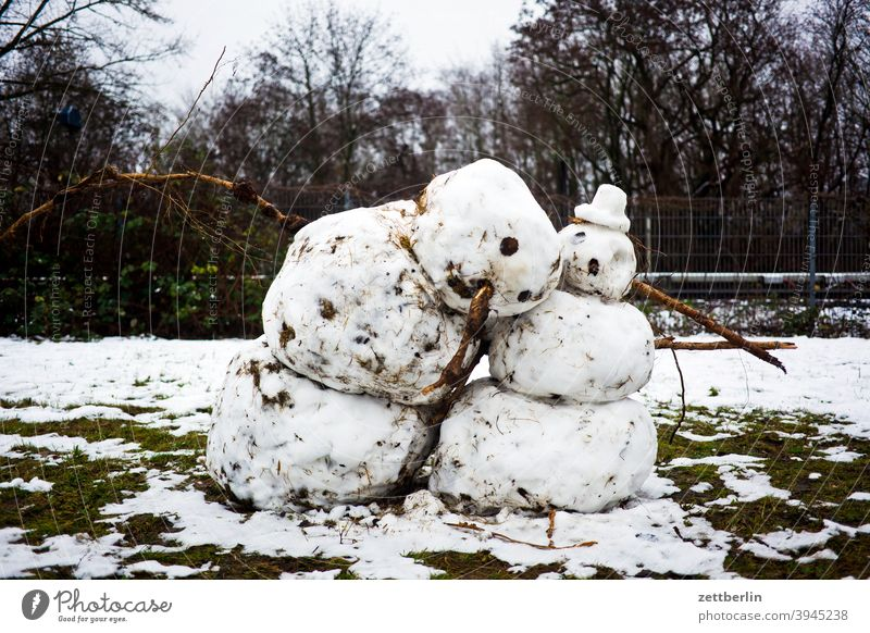 Snowman and snowwoman Berlin Virgin snow Couple Scene urban Winter dwell Flat (apartment) two Snowfall snow woman Thaw Melt Spring
