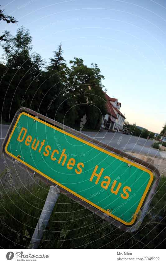 German House Signs and labeling sign Signage Town sign Street Village Rural House (Residential Structure) Germany Traffic infrastructure Outskirts