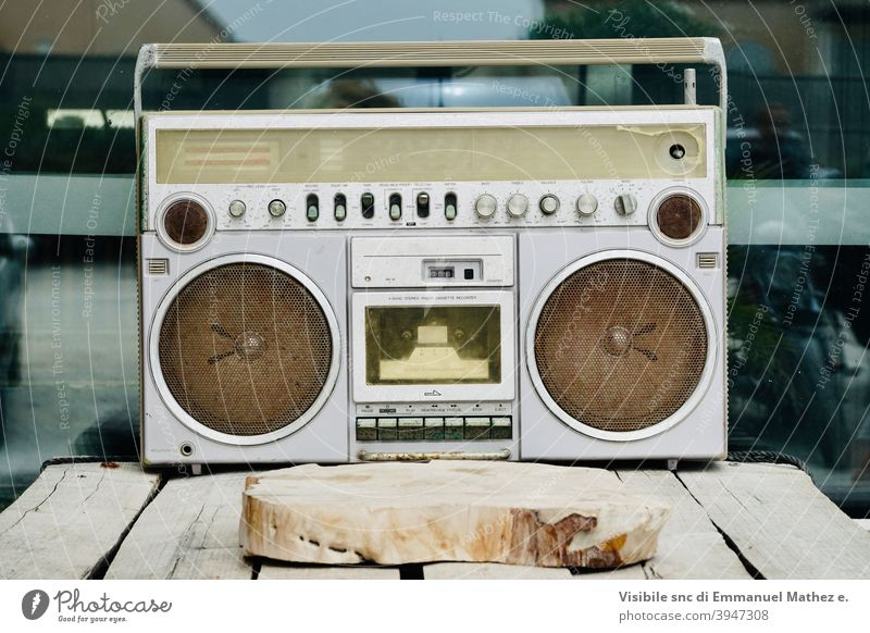 vintage radio cassette recorder '80 hip hop dance music party street street parade retro electric disco