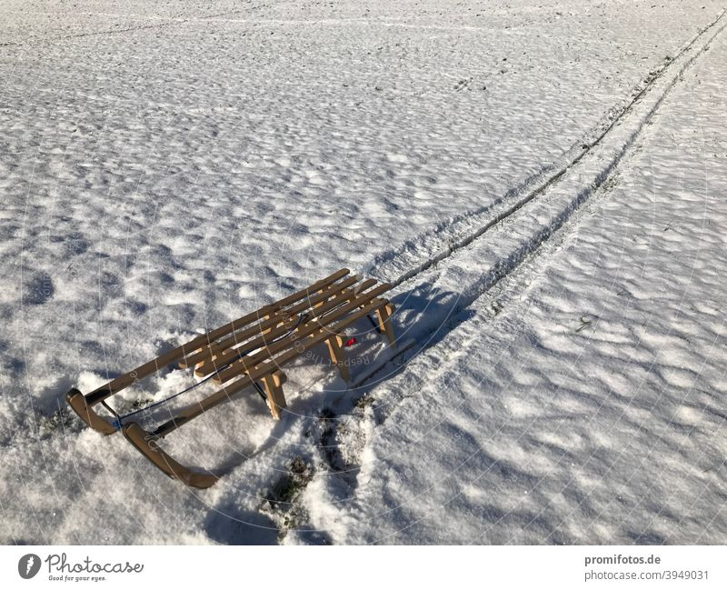 Sledging and tracking in the snow in the sunshine in winter 2020: Photo: Alexander Hauk Snow Sleigh Sleigh Ride Winter Allgäu Upper Allgäu Wood wood sledges