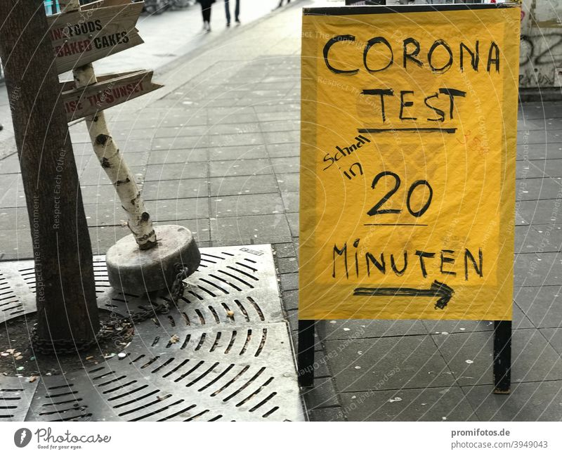 Signpost to the Corona test with result within 20 minutes. Photo: Alexander Hauk Road marking sign Yellow display Pedestrian stopper Exterior shot Time Illness