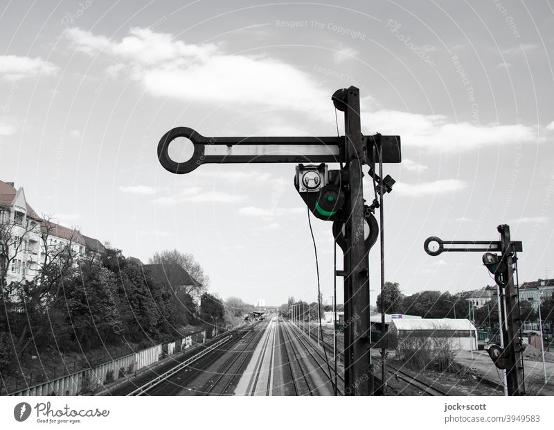Shape main signals stop (Hp 0) Railroad tracks Traffic infrastructure Railway signal track section Railroad system Road sign Stop signal Form signal Berlin