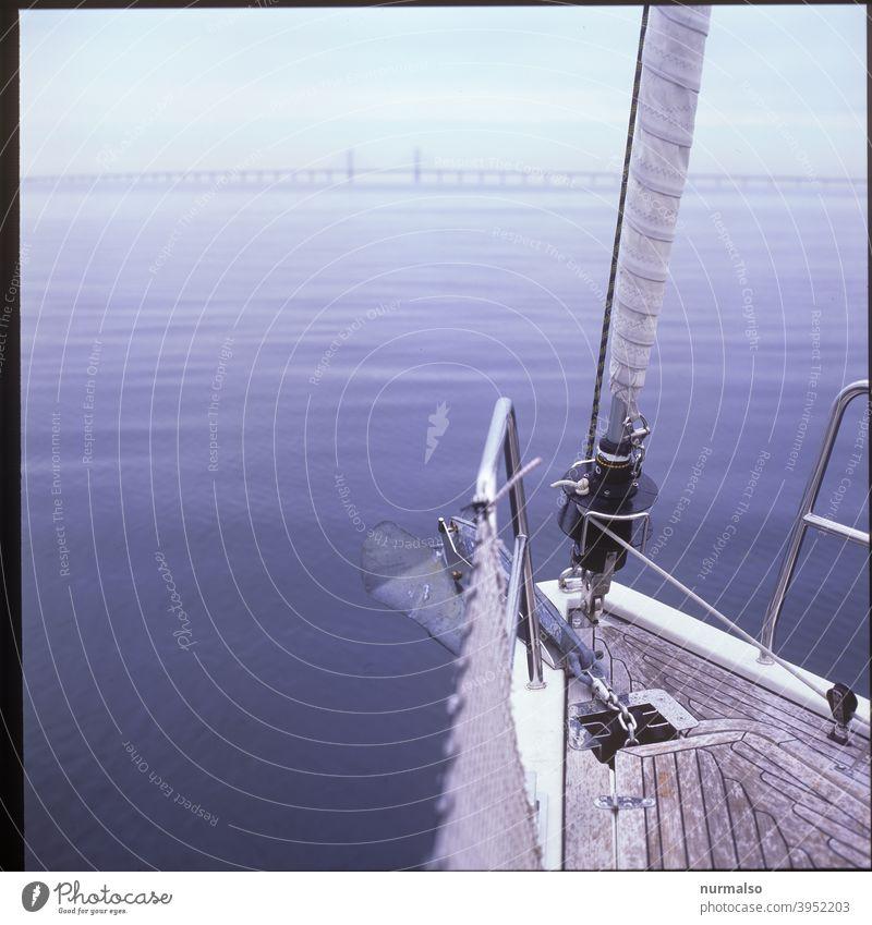 Im Fehmarnbelt Fehmarnbelt Brücke brücke ostsee meerenge salzwasser Meer Reeling Anker deck rollfock segel segelboot yacht Kette ankerkette bug törn segeltour