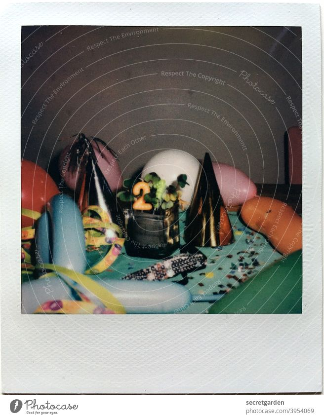 The 21 is just brimming with cheerfulness. Birthday balloons New Year's Eve Confetti Play of colours Polaroid Feasts & Celebrations Party Carnival Multicoloured