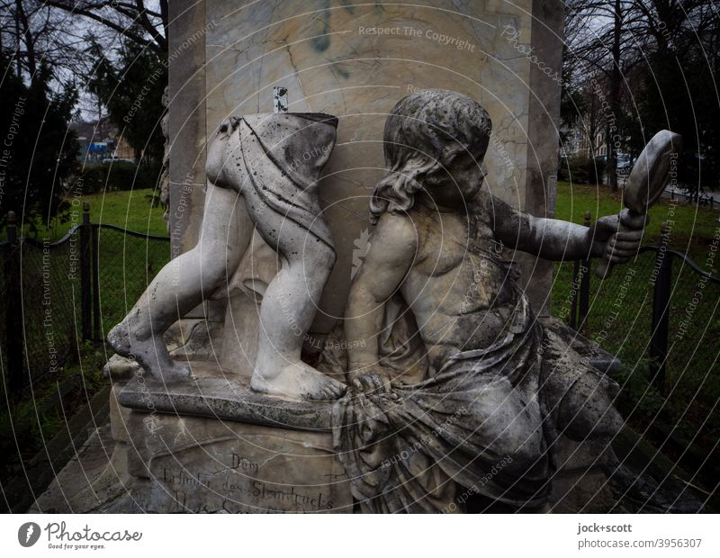 dead or lifted Monument Putt Vandalism Lack Hand mirror Places Art Meadow Tree shrubby Carrara marble Sculpture Statue Marble Historic senefelder square