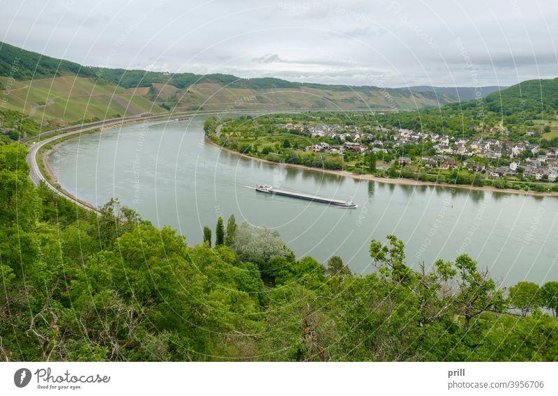 Rhine Gorge near Filsen filsen rhein fluss oberes mittelrheintal ufer deutschland hügel hangneigung flussufer wasser landschaft außen luftaufnahme