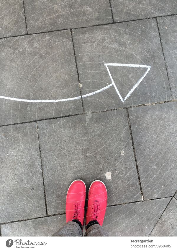from top to right pink Footwear Fashion Arrow Direction Change in direction direction arrow groundbreaking Orientation Road marking Clue Sign Signs and labeling