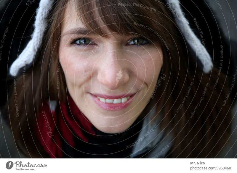 Keeping your nose to the wind Feminine Style Lifestyle Fashion Clothing Long-haired Brunette Cap Face Looking into the camera portrait Bird's-eye view naturally