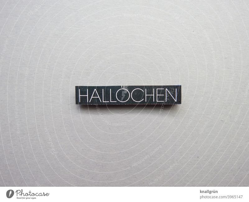 hallochen Halloween pumpkin Salutation Communicate communication Friendliness turn towards Open talk Words of greeeting Emotions Letters (alphabet) leap