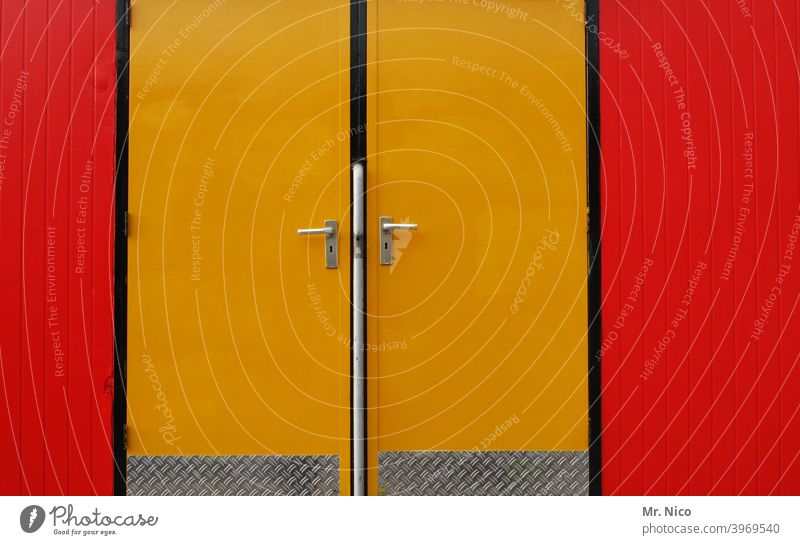 right or left ? Yellow Red Closed Entrance Way out Front door entrance area Structures and shapes Two-tone doors handle door handle Door handles