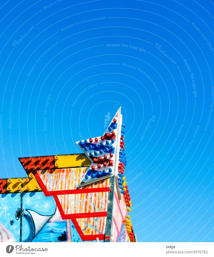 quiet hype Colour photo variegated Exterior shot hustle and bustle Sky clear Summer machine Deserted Blue Day Beautiful weather Copy Space top Fairs & Carnivals