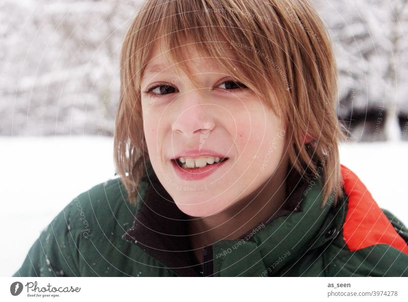 Boy in the snow Boy (child) Snow Smiling Blonde Joy Happy Human being portrait Face Happiness Winter Snowscape Cold chill Congenial Playing Infancy 8 - 13 years