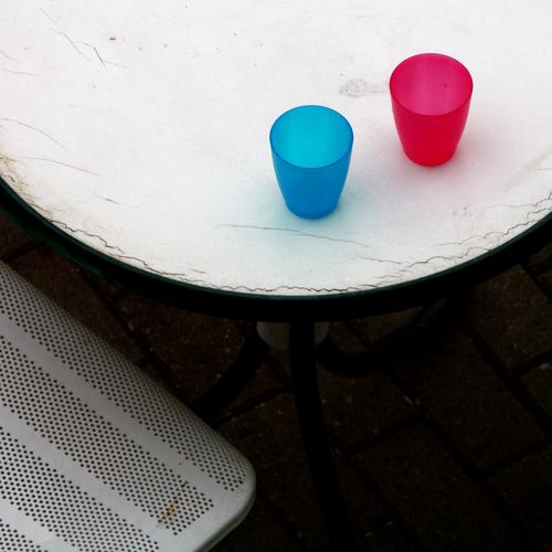 1 chair 1 table 2 cups Chair Table Mug drinking cup Gastronomy Beer garden Empty at the same time in common Break Red Blue Trashy two Eroded stylish