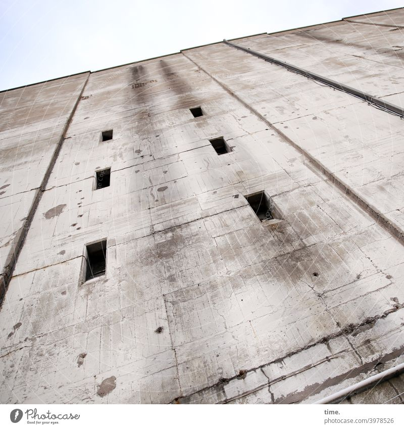 Fuse box (2) Wall (building) Dugout Concrete Tall Architecture Wall (barrier) Window hatches lines interstices Sky Strong mightily Safety Protection Fear Force