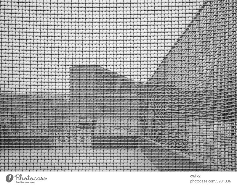 Abstract thinking Wire netting fence Boundary House (Residential Structure) Wall (building) Wall (barrier) Town Exterior shot Long shot Real estate Detail
