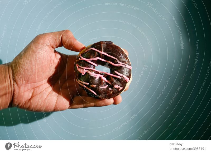 donut doughnut dessert food snack cake pastry sweet icing sugar breakfast chocolate glazed bakery isolated background delicious tasty frosted frosting treat